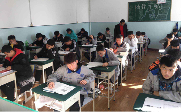 哈轴技校新学期期中考试